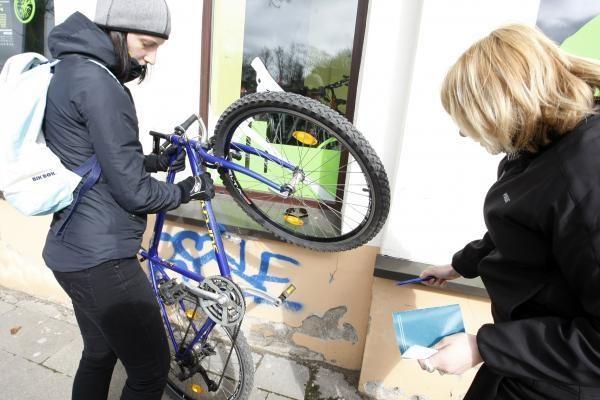 Klaipėdiečiai skubėjo ženklinti savo dviračių