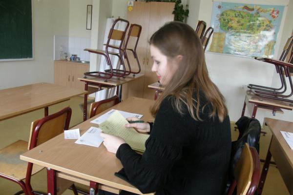 Nacionalinis diktantas Pilaitėje: trys merginos ir mokytoja (papildyta)