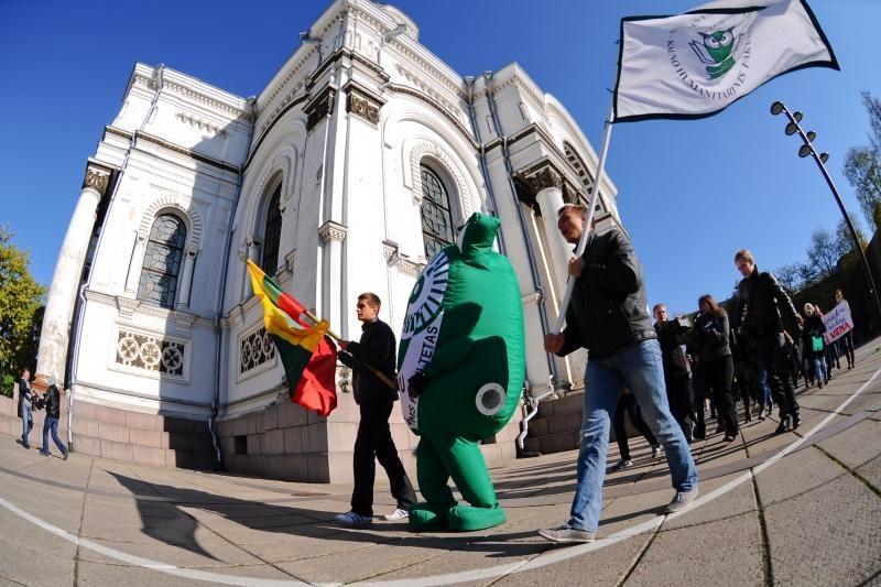 Protestuojantys studentai užplūdo Kauno gatves