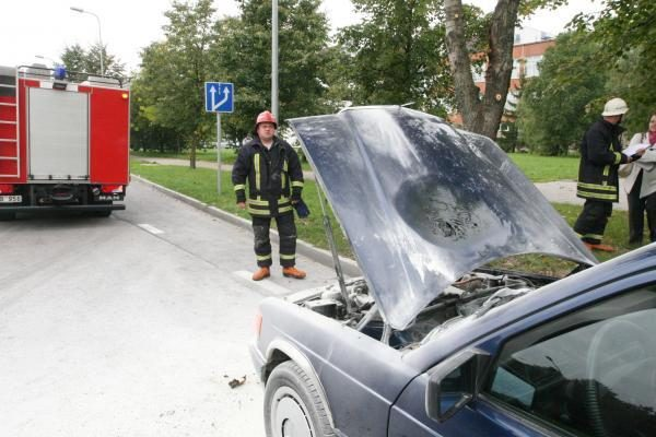 Klaipėdoje liepsnojo du automobiliai
