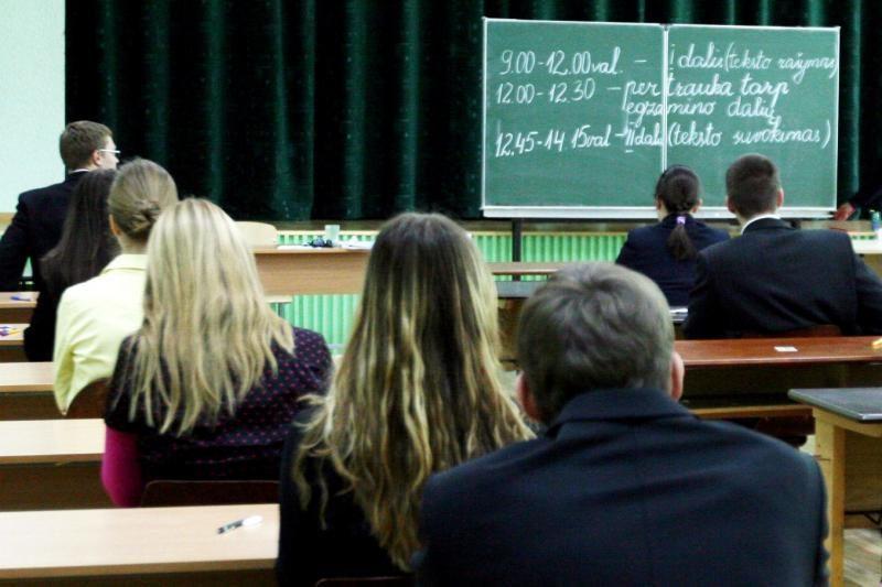 Ministras: tautinių mažumų mokiniams sunkiau įkandama gramatika