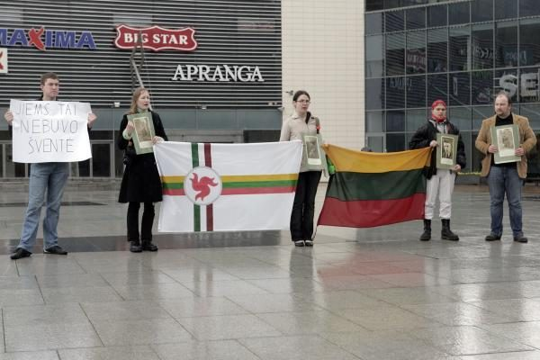 Vilniuje vėl protestuota prieš karo veteranų eitynes (papildyta)