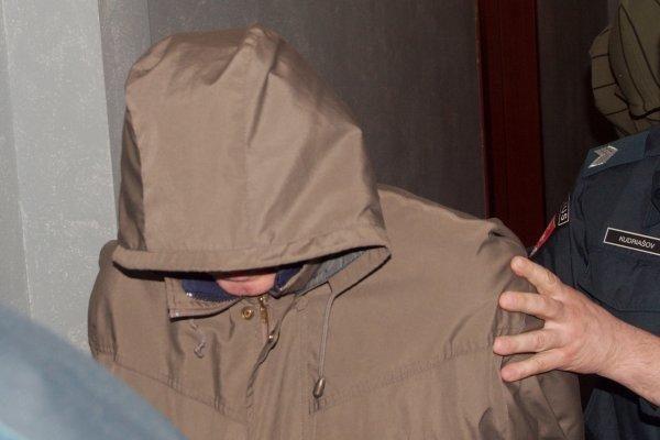 Dėl pacientės išžaginimo neįtikėtiną versiją pateikęs medikas slepia veidą