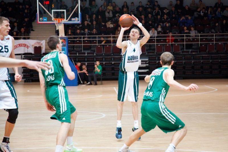 Skandalas: lietuvis krepšininkas pričiuptas dėl marihuanos rūkymo