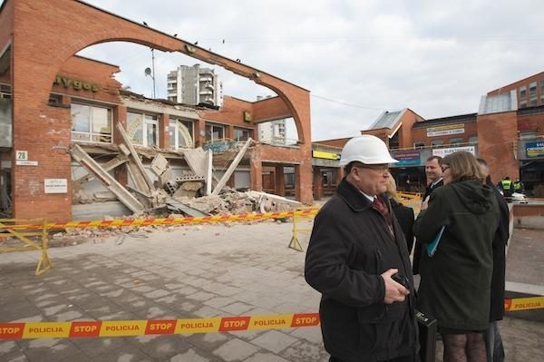 Griuvo Šeškinės prekybos centras