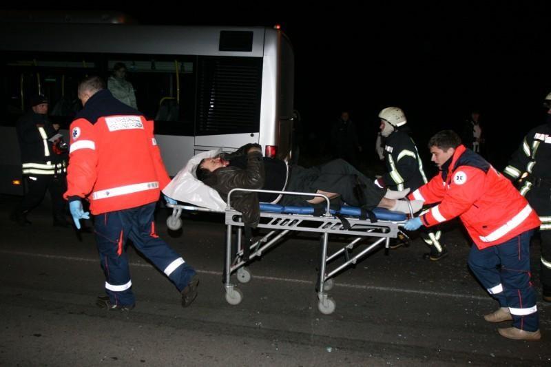 Vilniuje – kraupi automobilių kaktomuša, nukentėjo trys žmonės