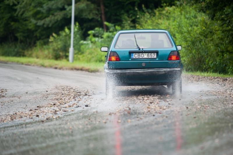 Kauniečiams vairuotojams – naktinės liūties išbandymai