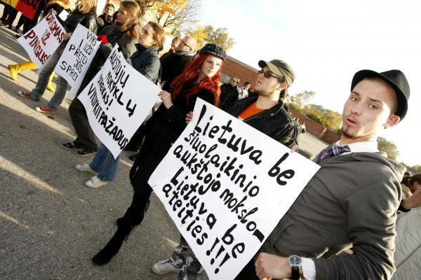 Dėstytojai surengė įspėjamąjį streiką