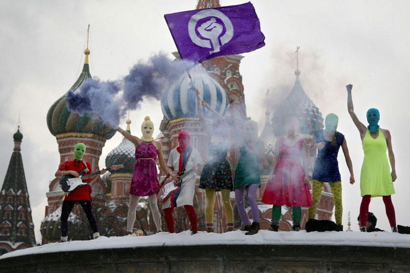 Merginų pankroko grupė išjuokė V.Putiną