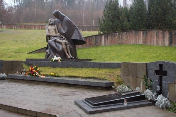Antakalnio kapinėse vandalai išniekino Laisvės gynėjų kapus