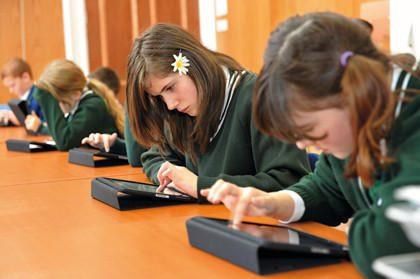 Kauno moksleiviai vadovėlius iškeis į planšetinius kompiuterius