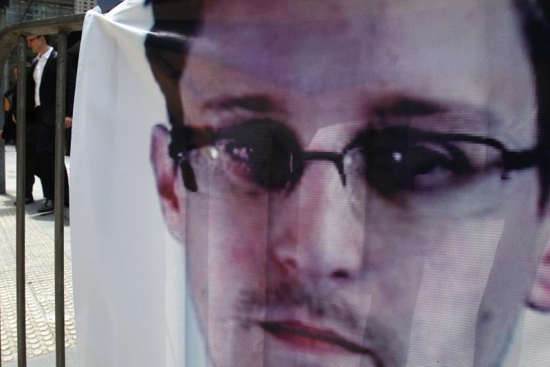 E. Snowdenas pasiprašė politinio prieglobsčio Rusijoje