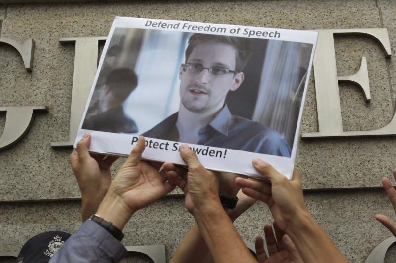 """JAV perspėjo Rusiją nesuteikti E. Snowdenui """"propagandos platformos"""""""