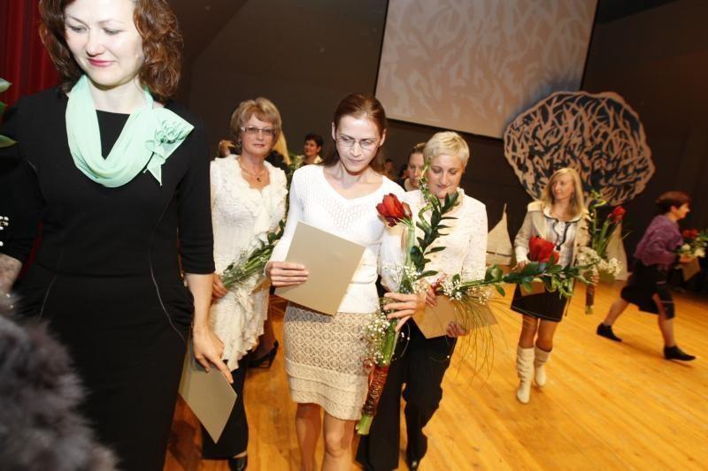 Profesinės dienos proga – gėlės ir padėkos uostamiesčio pedagogams