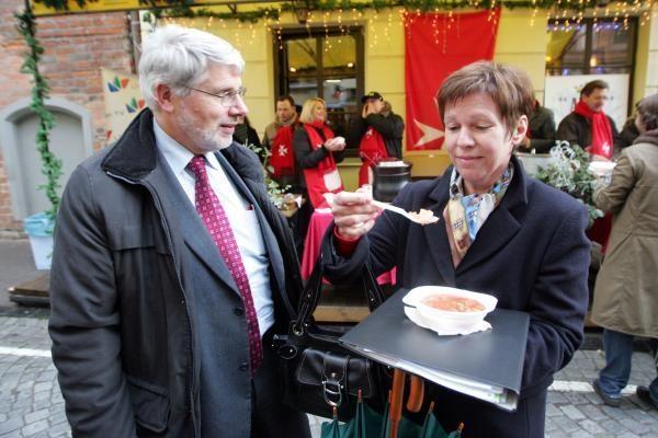 LNK žvaigždės ieškojo gerumo siūlydamos kalėdinę sriubą