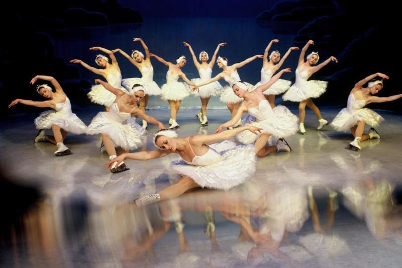 """Sankt Peterburgo baletas ant ledo Klaipėdoje parodys """"Gulbių ežerą"""""""