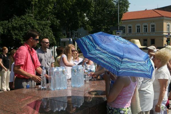 Vilniečiai nemokamą vandenį ima nedrąsiai (papildyta)
