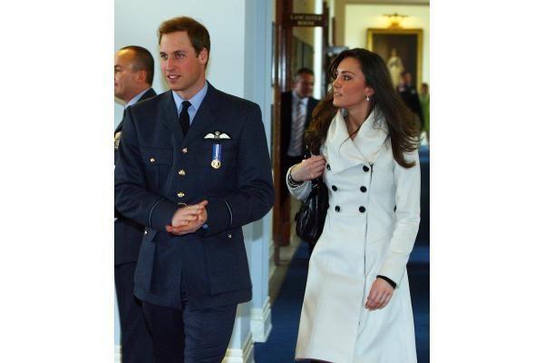 Kaimo merginos kelias į Britanijos karališkųjų rūmų spindesį: Kate istorija