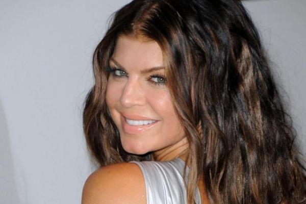 """""""Glamour"""": metų moteris - seksualioji dainininkė Fergie"""