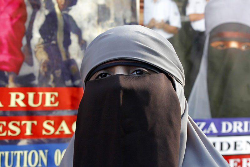 Musulmonai raginami boikotuoti rusiškas ir kiniškas prekes
