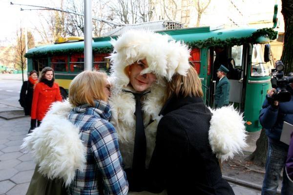 Kaune pradeda kursuoti kalėdinis troleibusas