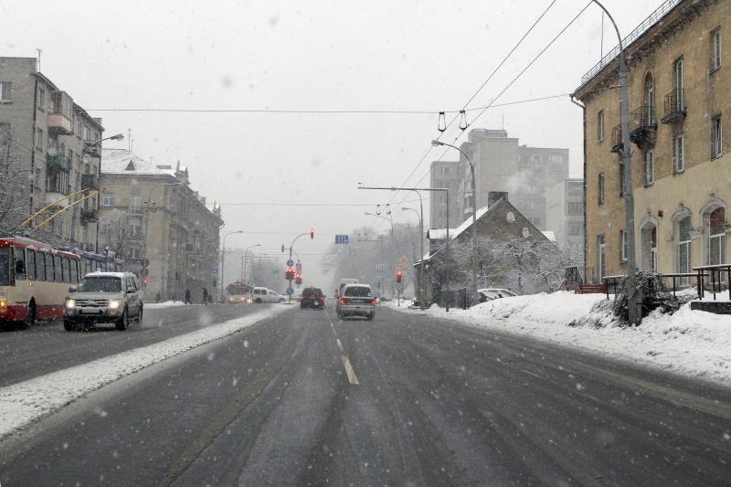 Vilniuje susidarė kilometrinės automobilių spūstys