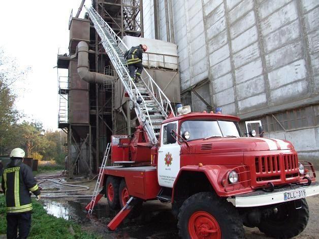Šilutėje degė grūdų džiovykla, atvyko penki ugniagesių automobiliai
