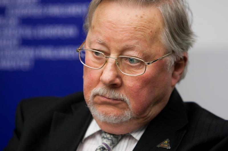 V.Landsbergis: mane apstulbino tai, kad ordinas įteiktas D.Dabašinskui