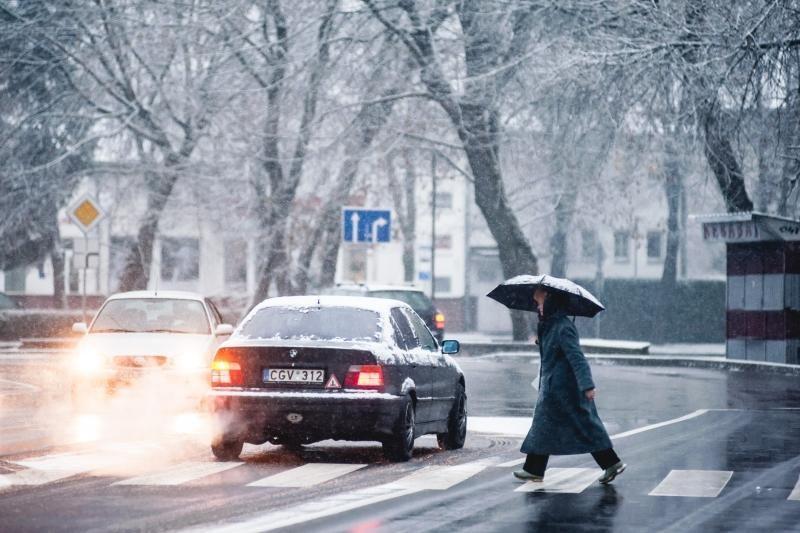 Kol kelininkai nebarsto gatvių, kauniečiai rizikuoja gyvybe