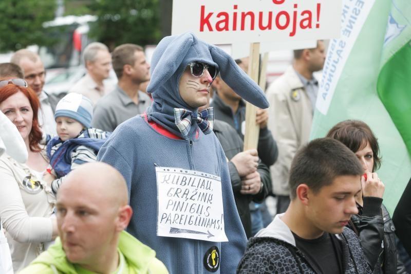 Statutiniai pareigūnai piketuoja šalia Vilniaus oro uosto (papildyta)