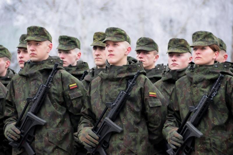 Seimas užsimojo panaikinti karių šventines premijas
