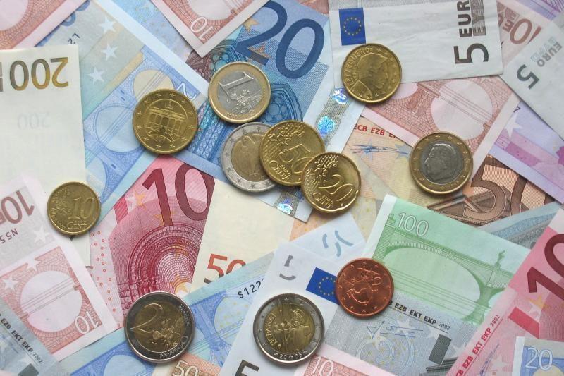 Vilkaviškio gyventoja sukčiui atidavė litus ir eurus