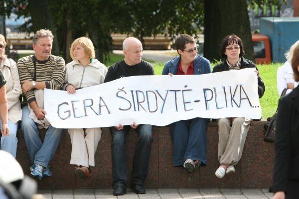 Klaipėdoje mokytojai mitingavo prieš algų mažėjimą