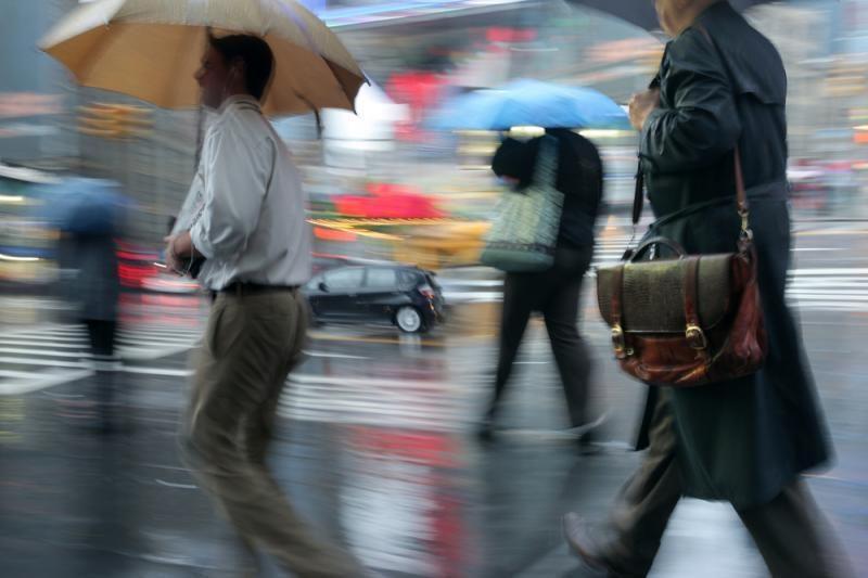 Lietuvoje vyrauja lietingi orai, kelių dangos šlapios