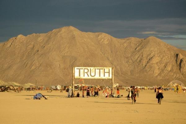 """Lietuviai """"Burning Man"""" festivalio dalyvius vaišins bulviniais blynais"""