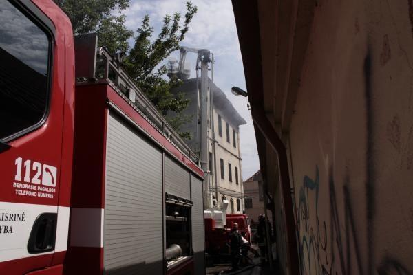 Vilniuje po tyčinio padegimo apgadinta dar viena mašina