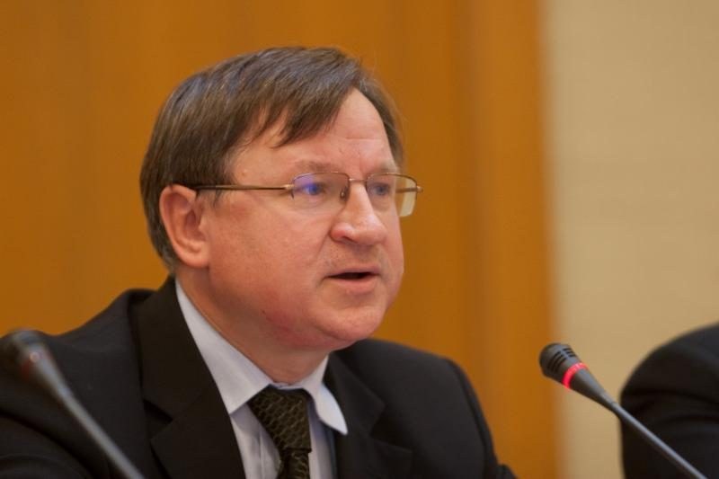E.Vareikio byla nutraukta, jis turės dalyvauti smurtinį elgesį keičiančiose programose