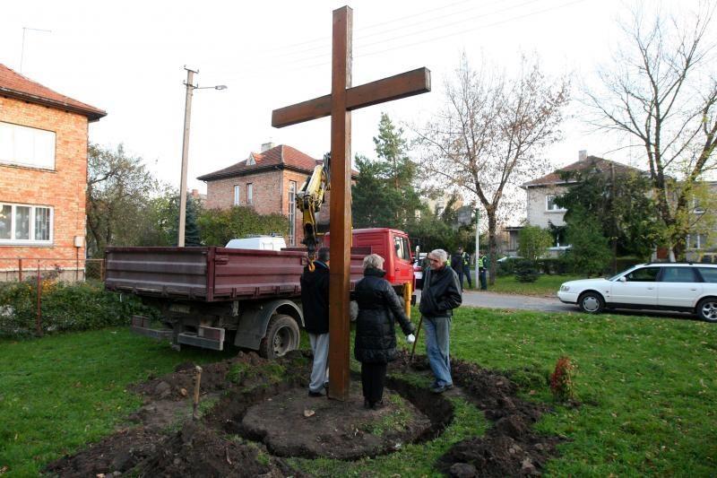 Kauno rajone naujam gyvenimui atgimė kryžiai