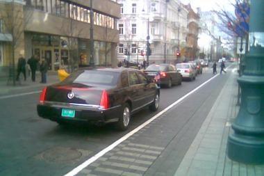 Diplomatai nepaiso eismo taisyklių