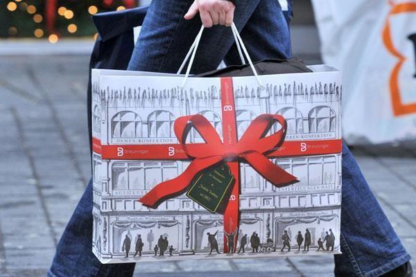 Seimui siūloma leisti valdininkams pasilikti iki 300 litų vertės dovanas