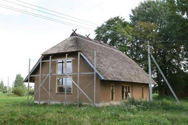 Traukos centru Upytę turėjęs paversti ekologiškas šiaudinis namas – tuščias