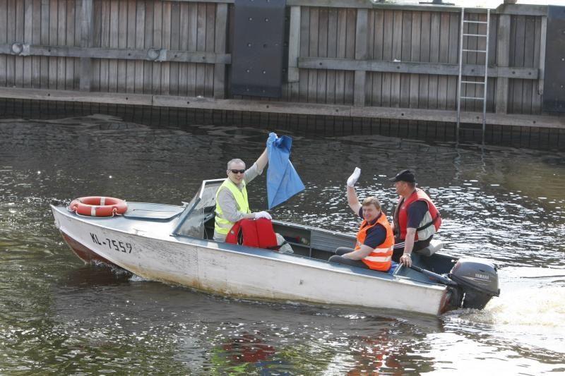 Laivų parado diena prasidėjo Danės upės valymo akcija