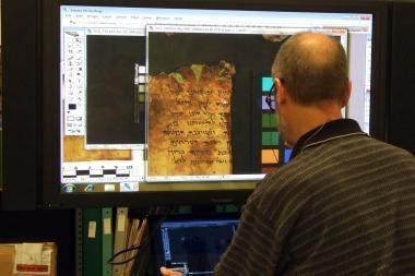 Negyvosios jūros ritinius paviešins internete