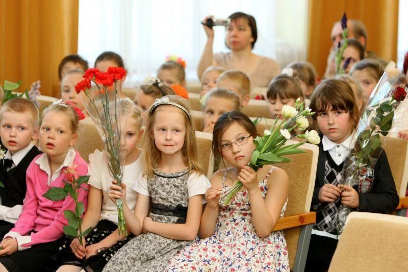 Mokyklose prasidėjo Paskutinio skambučio šventė