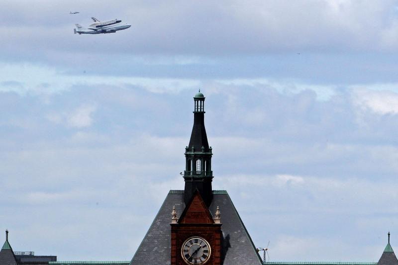 """JAV erdvėlaivis """"Enterprise"""" paskutinį kartą skraidė virš Niujorko"""