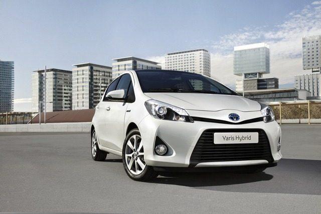 """Pirmos oficialios """"Toyota Yaris Hybrid"""" nuotraukos"""