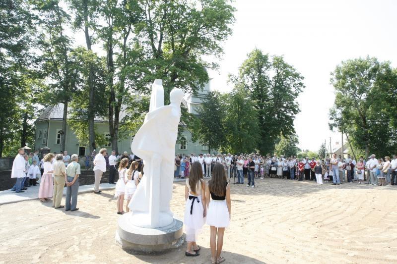 Laukžemėje iškilo Arūno Sakalausko skulptūra šv. Andriejui