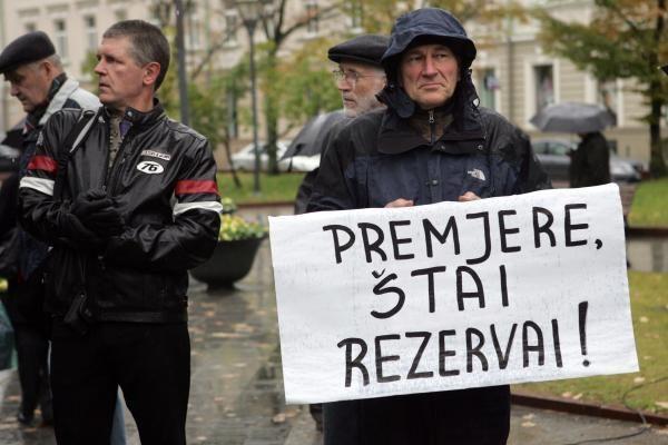 Po Vyriausybės langais - protestas