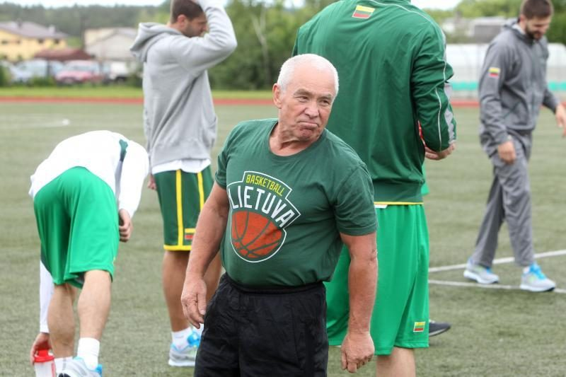 Pirmoje krepšinio rinktinės treniruotėje – optimistinės nuotaikos