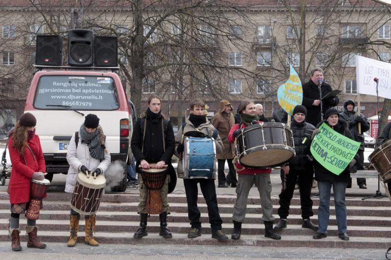 Prie Seimo vėl piketuota prieš skalūnų dujas